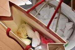 紙袋には小さなサイズと大きなサイズのビニール袋が入れられています。(2018-02-15,共用部,OTHER,1F)