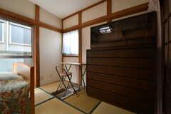 古い和箪笥が置かれています。(102号室)(2018-02-15,専有部,ROOM,1F)