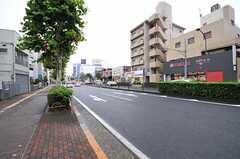 駅前は大通りです。(2012-10-18,共用部,ENVIRONMENT,1F)