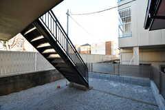 窓の外には非常階段が設置されています。(2020-12-21,共用部,OTHER,1F)