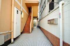 シェアハウスのアプローチ。(2009-01-16,周辺環境,ENTRANCE,1F)