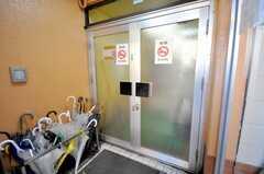 シェアハウスの正面玄関。(2009-01-16,周辺環境,ENTRANCE,1F)