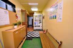 シェアハウスの正面玄関から見た内部の様子。(2009-01-16,周辺環境,ENTRANCE,1F)