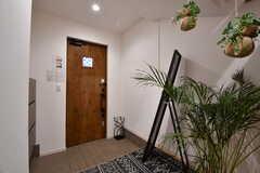 内部から見た玄関の様子。(2020-02-14,周辺環境,ENTRANCE,1F)