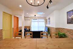 ダイニングテーブル側から見たリビングの様子。奥がソファスペースです。(2020-02-14,共用部,LIVINGROOM,1F)