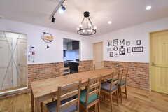 ダイニングテーブルの様子。奥がキッチンです。(2020-02-14,共用部,LIVINGROOM,1F)