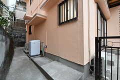 駐輪場の様子。駐輪場には洗濯機が設置されています。(2020-02-14,共用部,GARAGE,1F)
