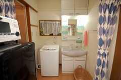 洗濯機、洗面台の様子。(2008-09-15,共用部,LAUNDRY,1F)