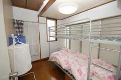 専有部の様子。ベッド上段は荷物置き場として使う。(204号室)(2008-09-15,専有部,ROOM,2F)