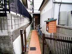 正面玄関の様子。(2006-06-15,共用部,ENVIRONMENT,1F)