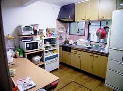 共用キッチン兼ラウンジの様子。(2006-06-15,共用部,LIVINGROOM,1F)