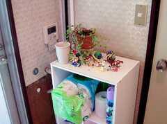 トイレの隣に設置された消耗品収納BOX(2006-06-15,共用部,OTHER,1F)