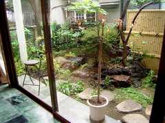 ラウンジの脇の庭(2006-06-11,共用部,OTHER,1F)