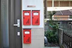 各部屋ごとに設けられたポストの様子。(2013-03-11,周辺環境,ENTRANCE,1F)