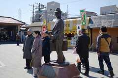 柴又駅には寅さんの銅像。記念写真、ハイチーズ。(2013-03-11,共用部,ENVIRONMENT,1F)