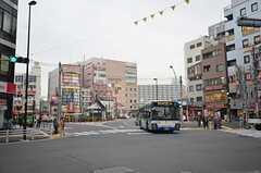 JR総武線・新小岩駅への周辺の様子。(2015-03-16,共用部,ENVIRONMENT,1F)
