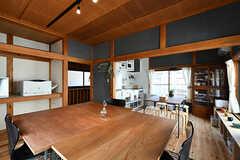 大きなテーブルは図面を広げたり、模型を作ったりするときにも便利。(2017-06-12,共用部,LIVINGROOM,2F)