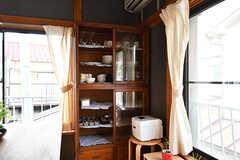 食器棚の様子。益子の仁平古家具店で購入したものだそう。(2017-06-12,共用部,KITCHEN,2F)