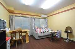 談話室の様子。ラウンジやプレイルームの閉まる夜間でも使用できます。(2015-01-15,共用部,OTHER,1F)