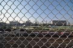 フェンスの先は線路と運動場。(2009-10-15,共用部,OTHER,5F)