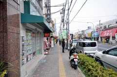 京成線堀切菖蒲園駅からシェアハウスへ向かう道の様子。(2009-03-31,共用部,ENVIRONMENT,1F)