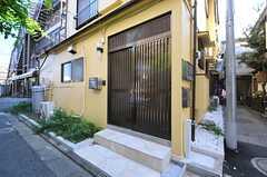 シェアハウスの正面玄関。(2013-09-19,周辺環境,ENTRANCE,1F)