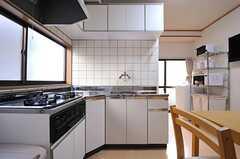 キッチンの様子。(2013-09-19,共用部,KITCHEN,1F)