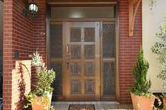 シェアハウスの正面玄関。(2012-11-16,周辺環境,ENTRANCE,1F)