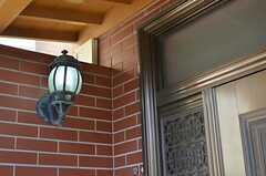 玄関の照明。(2012-11-16,周辺環境,ENTRANCE,1F)
