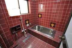 タイル張りのバスルームです。(2012-11-16,共用部,BATH,1F)