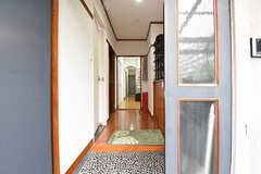 玄関から見た内部の様子。正面がダイニングです。(2016-06-07,周辺環境,ENTRANCE,2F)