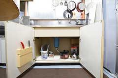 シンクの下は共用の鍋やフライパンを保管予定とのこと。(2016-06-07,共用部,KITCHEN,2F)