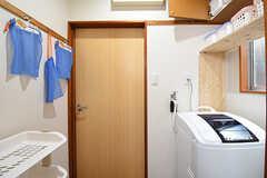 脱衣室には洗濯機が設置されています。(2016-06-07,共用部,LAUNDRY,2F)