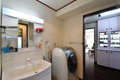 水まわり設備には洗面台と洗濯機が設置されています。(2017-10-18,共用部,WASHSTAND,3F)