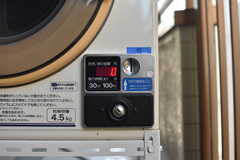 乾燥機はコイン式です。(2017-10-18,共用部,LAUNDRY,3F)