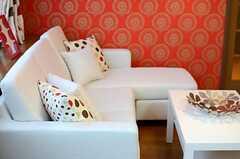 ソファはゆったりとくつろぐことができそう。(2013-12-25,共用部,LIVINGROOM,1F)