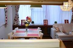 キッチンから見たリビングの様子。(2013-12-25,共用部,KITCHEN,1F)