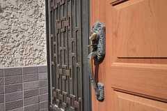 玄関のドアハンドルの様子。(2011-09-29,周辺環境,ENTRANCE,1F)