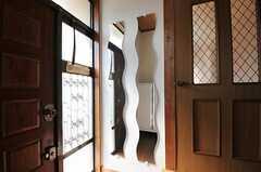 玄関には姿見があります。(2011-09-29,周辺環境,ENTRANCE,1F)