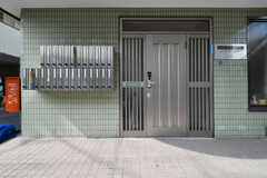 シェアハウスの玄関。フロアごとに玄関が異なります。(2018-02-16,周辺環境,ENTRANCE,1F)