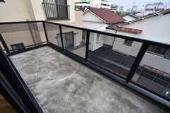 掃き出し窓からはベランダに出られます。(2016-06-30,共用部,LIVINGROOM,3F)