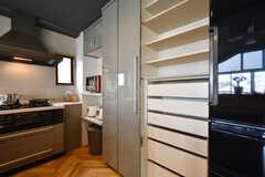 収納棚の様子。部屋ごとに割り当てられます。(2016-06-30,共用部,KITCHEN,3F)