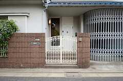 正面玄関の様子。(2013-06-06,周辺環境,ENTRANCE,1F)