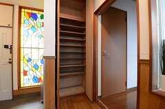 玄関脇にシューズルームがあります。(2013-06-06,周辺環境,ENTRANCE,1F)