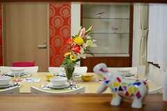 キッチンからダイニングテーブルを眺めるとこんな感じ。(2013-06-06,共用部,KITCHEN,1F)