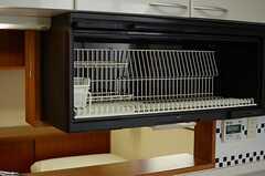作業スペース上部には、食器乾燥棚が設置されています。(202号室)(2013-06-06,専有部,ROOM,2F)