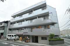 マンションの外観。1Fと2Fがシェアハウスです。(2012-11-26,共用部,OUTLOOK,1F)