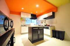 キッチンの様子。(2012-11-26,共用部,KITCHEN,2F)