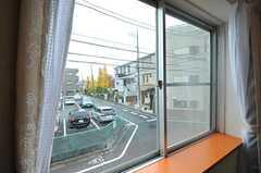 窓から見た外の様子。(202号室)(2012-11-26,専有部,ROOM,2F)