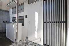 シェアハウスの玄関ドア。(2012-10-01,周辺環境,ENTRANCE,1F)